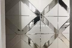 zerkalnaya-stena-v-interere-holl