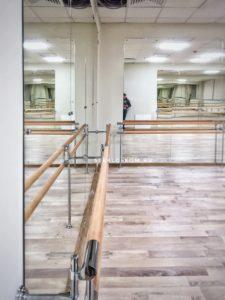 Двух рядный балетный станок, с креплением на стену и пол